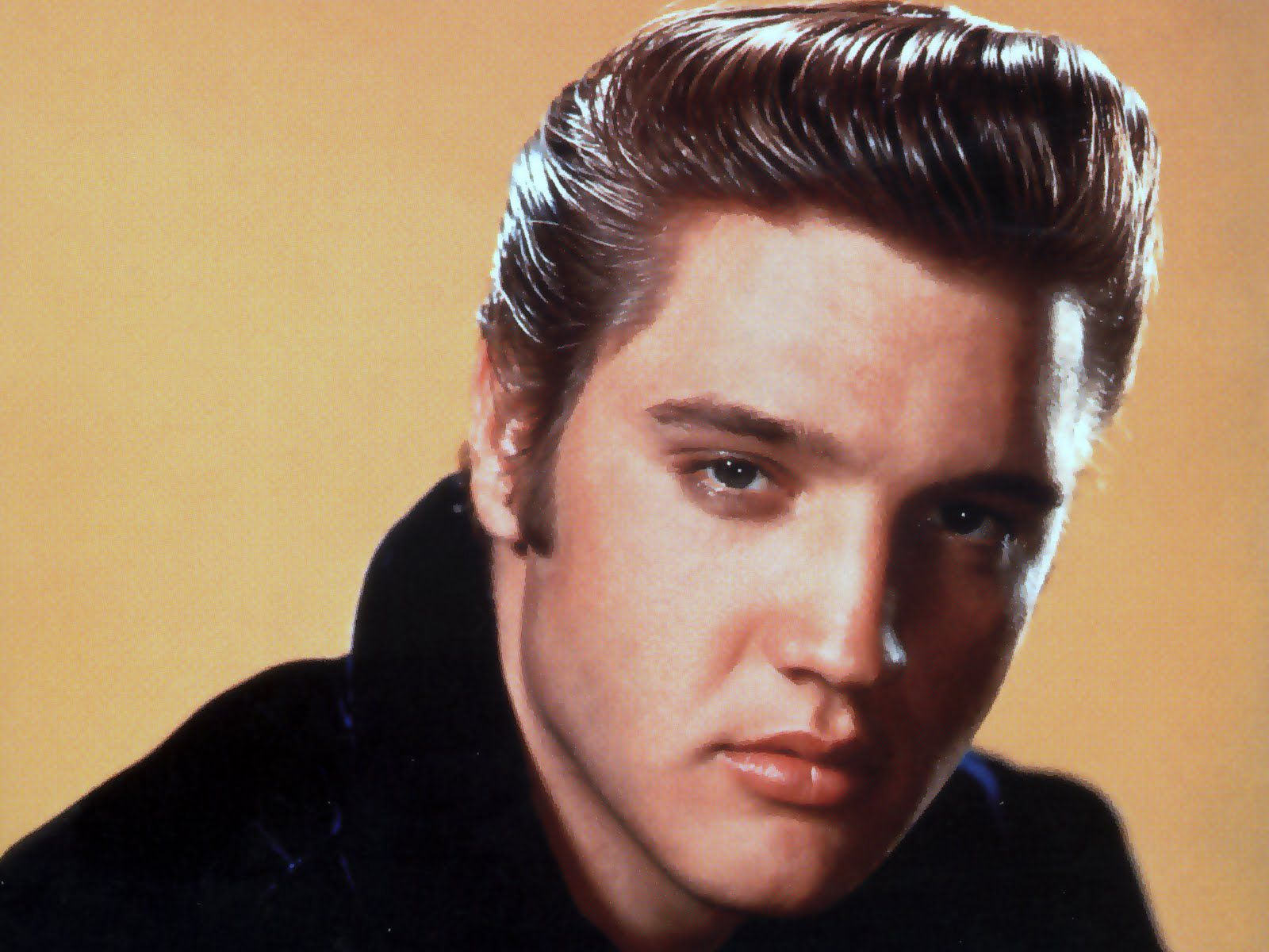 25 Fun Facts About Elvis Presley, the King of Rock & Roll